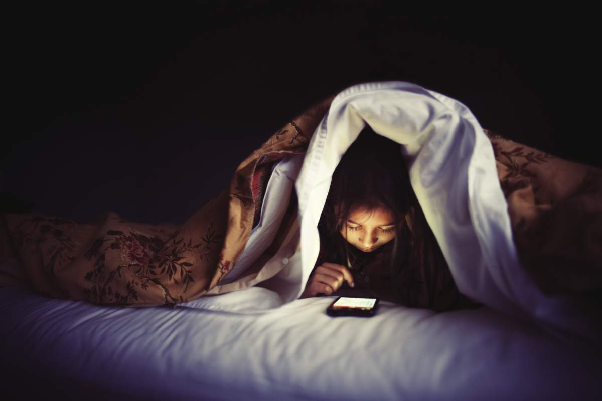 kid-using-cell-phone-in-the-dark[1]