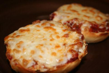 Pizza-On-A-Bagel-Recipezaar.l