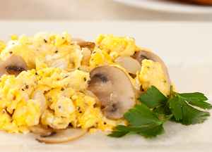 scrambled-eggs-with-mushrooms-and-onions-lg