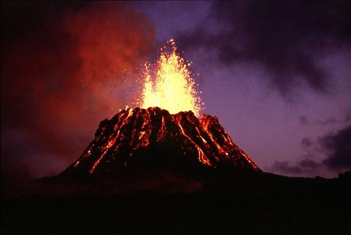 Eruptingvolcano_UnitedStatesGeologicalSurvey-GEUlrich