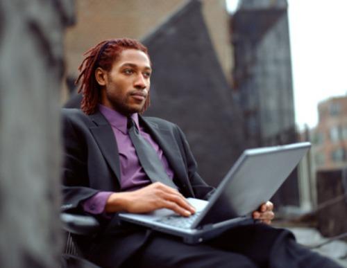 Man-on-laptop-620x480