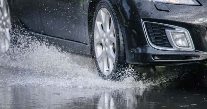 top-10-tips-for-driving-in-the-rain-e1415142439234