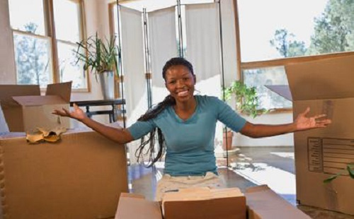 Woman-Boxes-Moving-Packing-100052008171