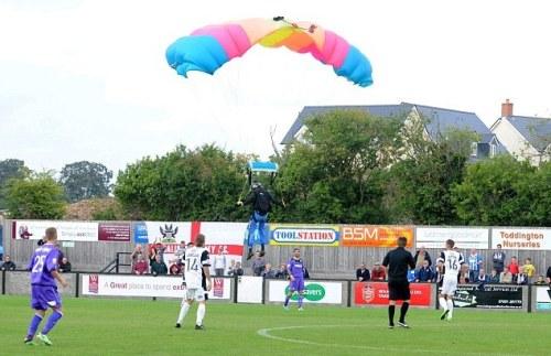 parachutist 1