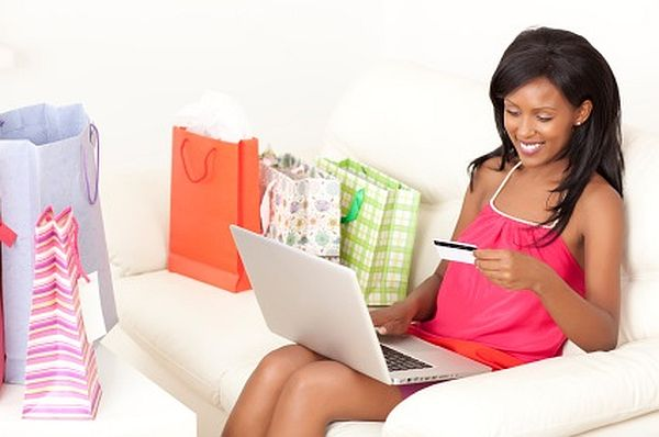 Black-girl-shopping-online-Kopya