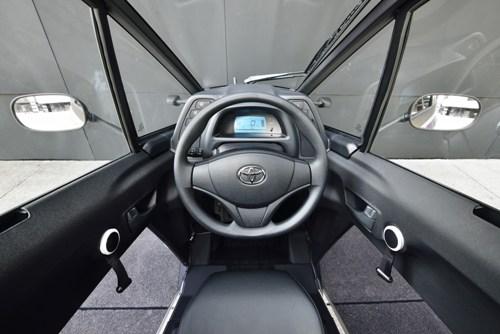 Toyota i-ROAD 6