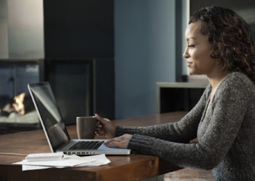black-woman-using-laptop-1-e1437422709924