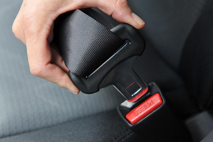 seat-belts-decrease-road-deaths11