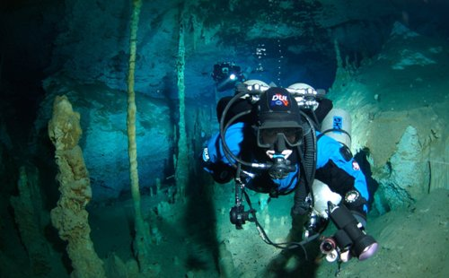 Cave diving 3