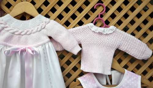 1140-Easiest-Things-to-Sell-at-a-Yard-Sale-Americana-kid-baby-clothing.imgcache.rev1431098238309.web.945.544