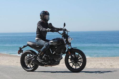 Ducati Scrambler Sixty2 4