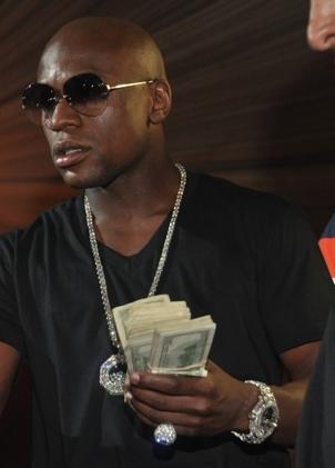 Floyd-Mayweather-Fire-Money-9