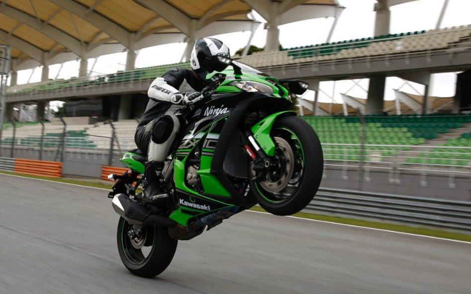 88000797_Motor_Bike_Kawasaki_Ninja_ZX-10R-xlarge_trans++SMCh3CsFhFpx-E-B473a_lYicn4B1xSvKQQzndLS76A