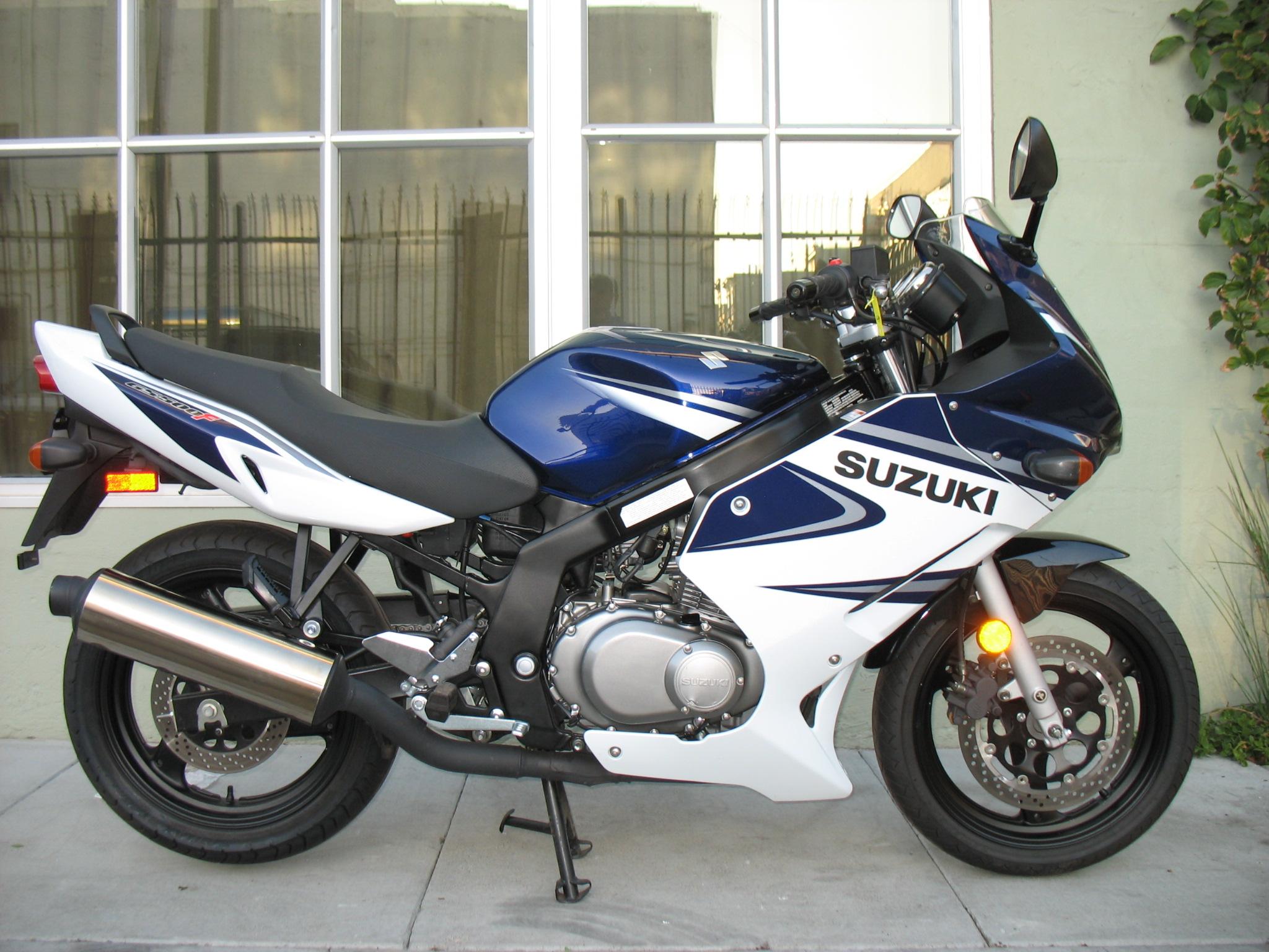 Suzuki-gs500f-4