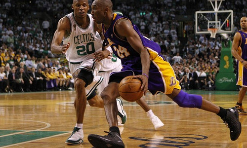 Los Angeles Lakers' Kobe Bryant dribbles past Boston Celtics' Ray Allen in Game 1 of the NBA Finals basketball championship in Boston, June 5, 2008. REUTERS/Brian Snyder (UNITED STATES)
