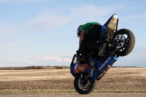 Side saddle stoppie