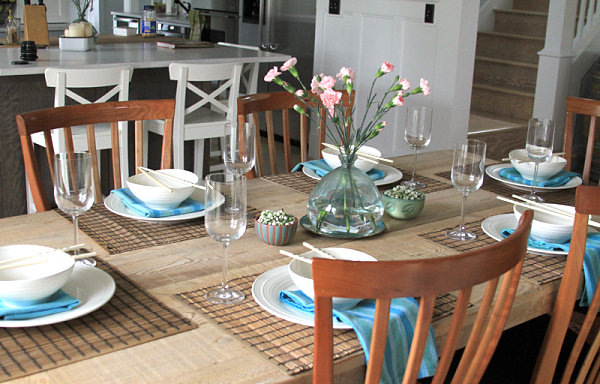 cool-dinner-party-table-setting-from-close-2-my-art-with-wooden-furniture-design