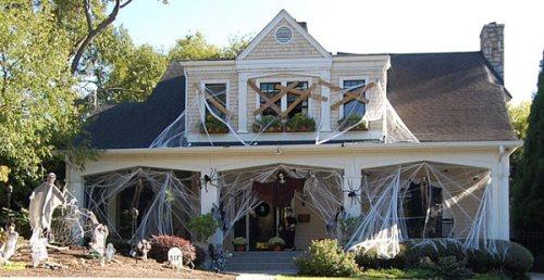 Halloween-haunted-house-decoration