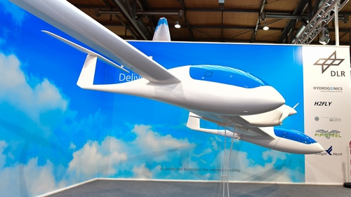 What does the first electric plane with two cabins look like 2