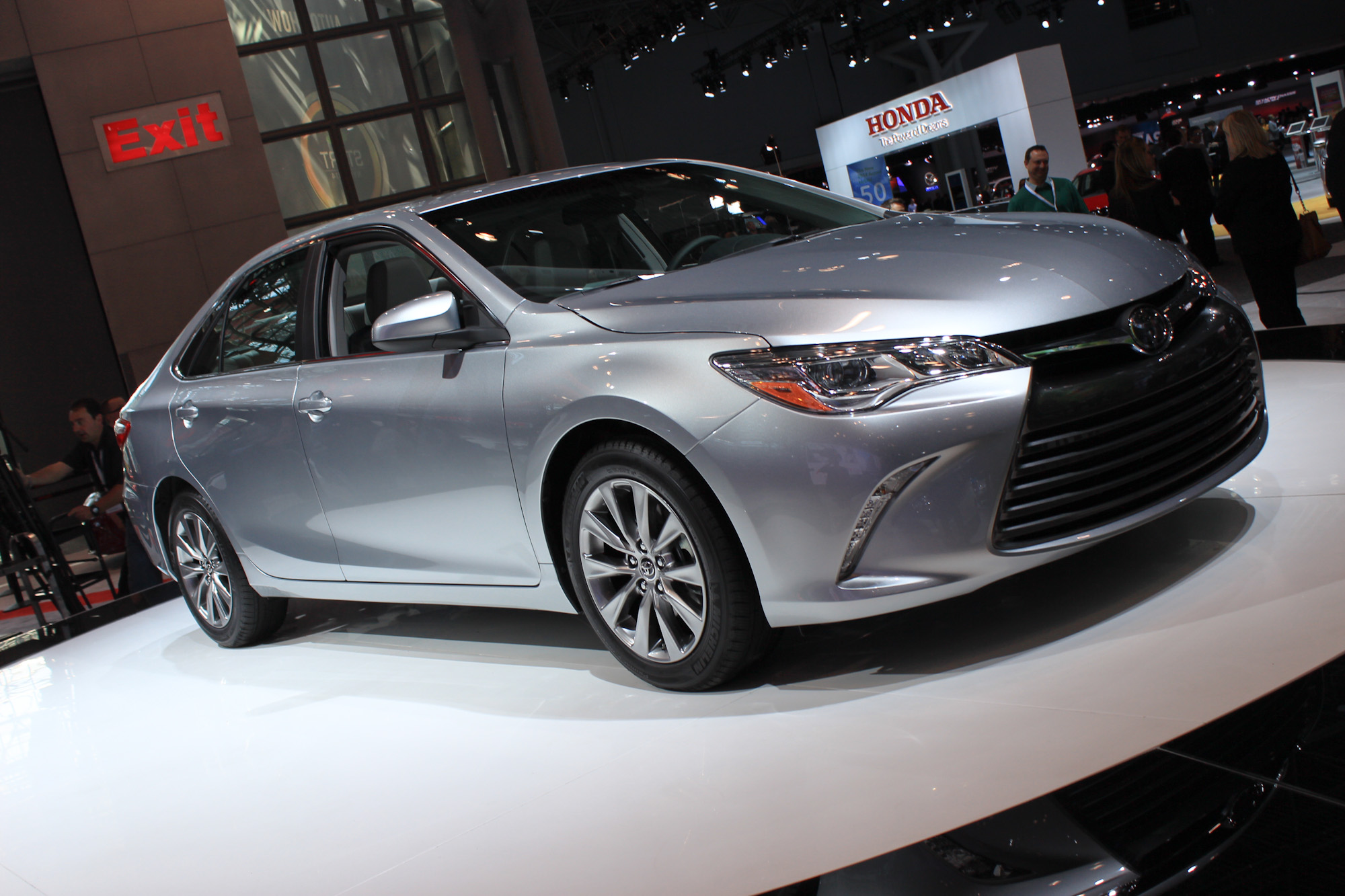 pictures-of-toyota-camry-vii-2016-59807
