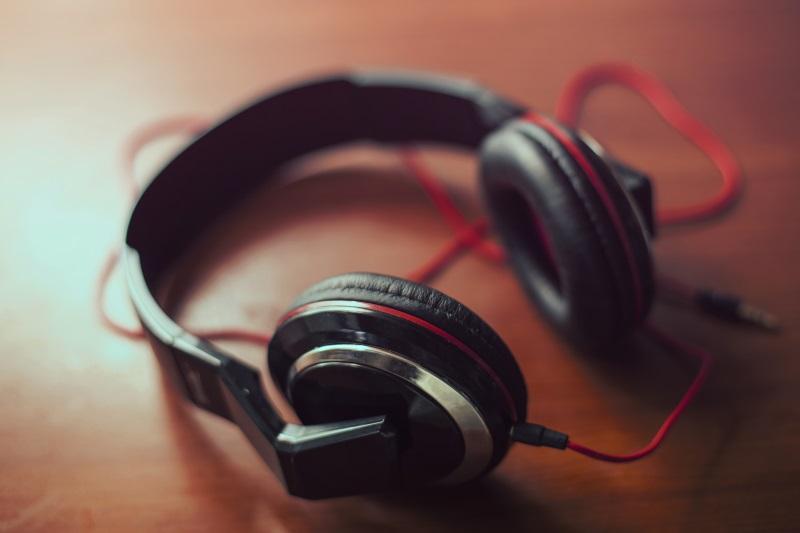 headphones101_under5k_covershot_cc0