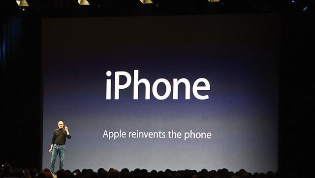 iphone-apple-reinvents-the-phone-1
