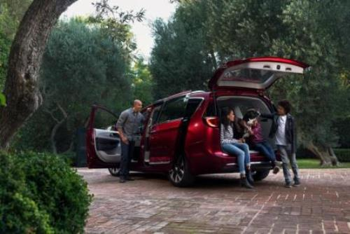 chrysler-pacifica-family