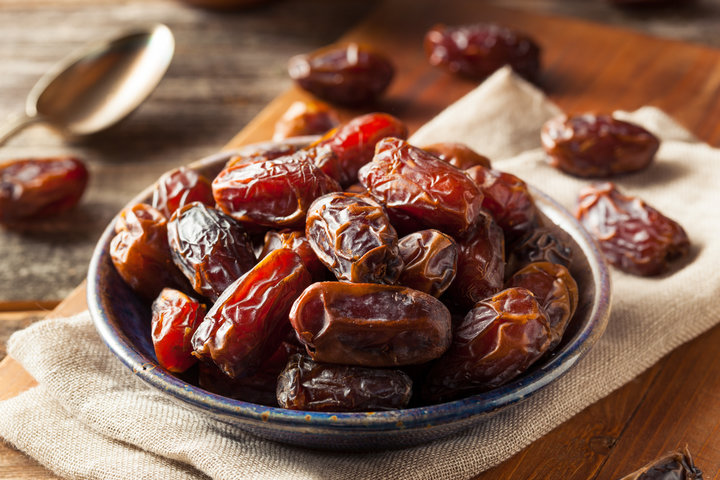 How many dates to eat per day?