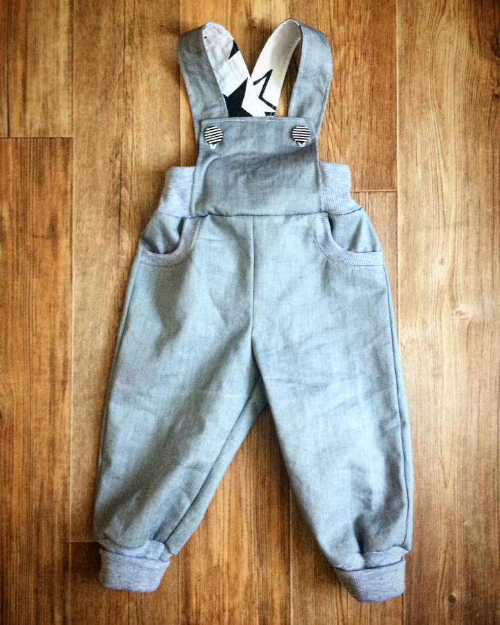 baby jumpsuit cutting and stitching